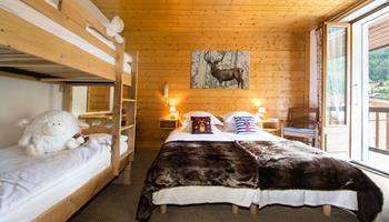 Chambre familiale de l'hôtel Christiania à La Clusaz